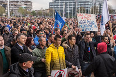 Διαμαρτυρία ενάντια στην εκλογή αρχαιότερου Aleksandar Vucic ως Πρόεδρο, Βελιγράδι στοκ φωτογραφίες