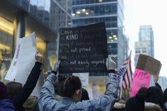Διαμαρτυρία μπροστά από τον πύργο ατού στο Τορόντο Στοκ Φωτογραφίες