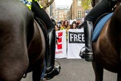 Διαμαρτυρία σπουδαστών ενάντια στα δίδακτρα και τις περικοπές εκπαίδευσης - Λονδίνο, UK Στοκ φωτογραφία με δικαίωμα ελεύθερης χρήσης