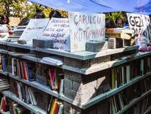 Διαμαρτυρίες και γεγονότα πάρκων Gezi Taksim Βιβλιοθήκη επιδρομέων των protes Στοκ φωτογραφία με δικαίωμα ελεύθερης χρήσης