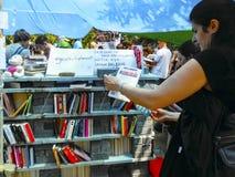 Διαμαρτυρίες και γεγονότα πάρκων Gezi Taksim Βιβλιοθήκη επιδρομέων των protes Στοκ Εικόνες