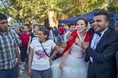 Διαμαρτυρίες και γεγονότα πάρκων Gezi Taksim Πρόσφατα παντρεμένο ζευγάρι στο θόριο Στοκ Εικόνες