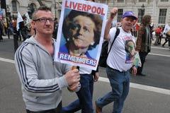 Διαμαρτυρόμενοι αντι-αποκοπών σε μια συνάθροιση του Λονδίνου στοκ εικόνες με δικαίωμα ελεύθερης χρήσης