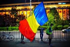 Διαμαρτυρόμενος με τη σημαία, Βουκουρέστι, Ρουμανία Στοκ εικόνες με δικαίωμα ελεύθερης χρήσης