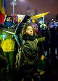 Διαμαρτυρόμενος που ανάβει το κίτρινο χρώμα, Ρουμανία Στοκ φωτογραφία με δικαίωμα ελεύθερης χρήσης