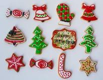 Διαμορφωμένα, ζωηρόχρωμα μπισκότα Χριστουγέννων Στοκ Φωτογραφία