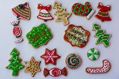 Διαμορφωμένα, ζωηρόχρωμα μπισκότα Χριστουγέννων Στοκ εικόνες με δικαίωμα ελεύθερης χρήσης