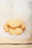 Διαμορφωμένα καρδιά μπισκότα βαλεντίνων κουλουρακιών στοκ φωτογραφία με δικαίωμα ελεύθερης χρήσης