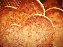 Διαμορφωμένα καρδιά μπισκότα μελοψωμάτων στοκ φωτογραφίες με δικαίωμα ελεύθερης χρήσης
