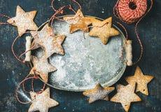 Διαμορφωμένα μπισκότα μελοψωμάτων διακοπών Χριστουγέννων αστέρι για τη διακόσμηση δέντρων Στοκ φωτογραφία με δικαίωμα ελεύθερης χρήσης