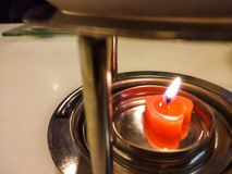 Διαμορφωμένα τα καρδιά κεριά καίνε στοκ εικόνες με δικαίωμα ελεύθερης χρήσης