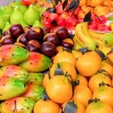 Διαμορφωμένα φρούτα γλυκά αμυγδαλωτού Στοκ Φωτογραφίες