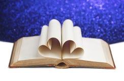 Διαμορφωμένες καρδιά σελίδες βιβλίων Στοκ Εικόνες
