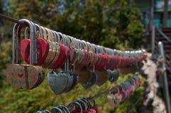Διαμορφωμένες καρδιά κλειδαριές Στοκ φωτογραφίες με δικαίωμα ελεύθερης χρήσης