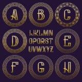 Διαμορφωμένη εξάρτηση μονογραμμάτων Χρυσές επιστολές και διακοσμητικά στρογγυλά πλαίσια για τη δημιουργία του αρχικού λογότυπου σ Στοκ φωτογραφία με δικαίωμα ελεύθερης χρήσης