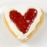 Διαμορφωμένη καρδιά doughnut φράουλα Στοκ φωτογραφίες με δικαίωμα ελεύθερης χρήσης