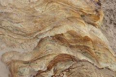 Διαμορφωμένος και κατασκευασμένος βράχος formationon σε μια παραλία Στοκ Φωτογραφία