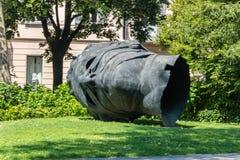 Διαμορφωμένος μνημείο επικεφαλής αποκαλούμενος έρωτας Blindfolded που γίνεται από το Igor Mitoraj στοκ φωτογραφία με δικαίωμα ελεύθερης χρήσης