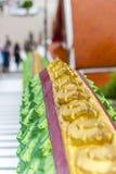 Διαμορφωμένο δράκος κιγκλίδωμα από έναν βουδιστικό ναό στοκ εικόνες με δικαίωμα ελεύθερης χρήσης