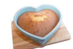 Διαμορφωμένο κέικ καρδιών Στοκ εικόνα με δικαίωμα ελεύθερης χρήσης