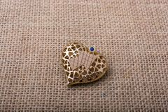 Διαμορφωμένο καρδιά αντικείμενο με ένα βέλος στοκ εικόνες