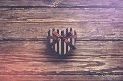 Διαμορφωμένο καρδιά κιβώτιο δώρων ημέρας βαλεντίνων Στοκ φωτογραφίες με δικαίωμα ελεύθερης χρήσης