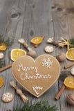 Διαμορφωμένο καρδιά μελόψωμο Χριστουγέννων Στοκ φωτογραφίες με δικαίωμα ελεύθερης χρήσης