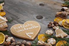 Διαμορφωμένο καρδιά μελόψωμο Χριστουγέννων Στοκ Φωτογραφία