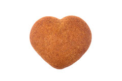 Διαμορφωμένο καρδιά μπισκότο μελιού που απομονώνεται στο άσπρο υπόβαθρο Στοκ εικόνα με δικαίωμα ελεύθερης χρήσης