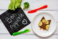 Διαμορφωμένο κουκουβάγια σάντουιτς προγευμάτων παιδιών ` s bon appetit Στοκ Φωτογραφία