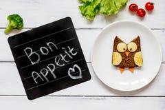 Διαμορφωμένο κουκουβάγια σάντουιτς προγευμάτων παιδιών ` s bon appetit Στοκ Φωτογραφίες