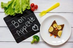 Διαμορφωμένο κουκουβάγια σάντουιτς προγευμάτων παιδιών ` s bon appetit Στοκ φωτογραφία με δικαίωμα ελεύθερης χρήσης