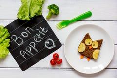 Διαμορφωμένο κουκουβάγια σάντουιτς προγευμάτων παιδιών ` s bon appetit Στοκ φωτογραφίες με δικαίωμα ελεύθερης χρήσης