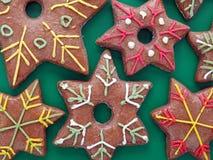 διαμορφωμένο μελόψωμο αστέρι μπισκότων στοκ εικόνες