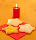 διαμορφωμένο μπισκότα αστέρι τρία Χριστουγέννων Στοκ Φωτογραφία