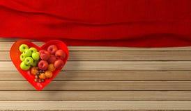 Διαμορφωμένο το καρδιά επίπεδο κύπελλων φρούτων βρέθηκε Στοκ φωτογραφίες με δικαίωμα ελεύθερης χρήσης