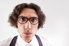 Διανοητικός νεαρός άνδρας με τα γυαλιά στοκ εικόνες
