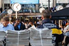 Διανομή της Evening Standard στοκ φωτογραφία με δικαίωμα ελεύθερης χρήσης