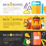 Διανυσματικά εμβλήματα πίσω στο σχολείο με τα εικονίδια Στοκ Εικόνες