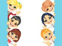 Διανυσματικά ευτυχή παιδιά και έμβλημα χαμόγελου Στοκ φωτογραφίες με δικαίωμα ελεύθερης χρήσης