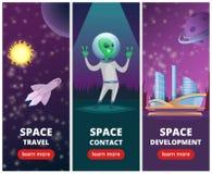 Διανυσματικά κάθετα εμβλήματα με τις εικόνες των διαστημικών υποβάθρων με τους αλλοδαπούς και τα διαστημόπλοια ελεύθερη απεικόνιση δικαιώματος