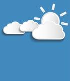 Διανυσματικά πιό άσπρα σύννεφα με τον ήλιο απεικόνιση αποθεμάτων