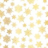 Διανυσματικά χρυσά snowflakes άνευ ραφής επαναλαμβάνουν το υπόβαθρο σχεδίων Μεγάλος για το ύφασμα χειμερινών διακοπών, giftwrap,  Στοκ Εικόνες