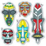 Διανυσματικές διακοσμητικές χρωματισμένες αφρικανικές εθνικές φυλετικές μάσκες Στοκ Εικόνες