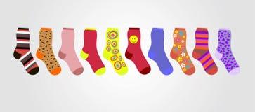 Διανυσματικές ζωηρόχρωμες κάλτσες σε ένα γκρίζο υπόβαθρο στη γραμμή Στοκ φωτογραφίες με δικαίωμα ελεύθερης χρήσης