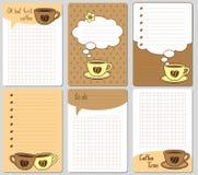 Διανυσματικές χαριτωμένες κάρτες Σημειώσεις, αυτοκόλλητες ετικέττες, ετικέτες, ετικέττες με τα αστεία φλυτζάνια και καρδιές Το σχ Στοκ εικόνα με δικαίωμα ελεύθερης χρήσης