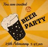 Διανυσματική αναδρομική κάρτα πρόσκλησης γυαλιού μπύρας Στοκ Εικόνες