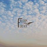 Διανυσματική απεικόνιση της ελευθερίας σύννεφων και κειμένων Στοκ εικόνες με δικαίωμα ελεύθερης χρήσης