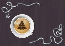 Διανυσματική απεικόνιση Χριστουγέννων - κούπα καφέ με τη μορφή χριστουγεννιάτικων δέντρων στον ξύλινο πίνακα Στοκ εικόνα με δικαίωμα ελεύθερης χρήσης