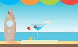 Διανυσματική εικόνα Martini του γυαλιού με ένα κεράσι Στοκ φωτογραφία με δικαίωμα ελεύθερης χρήσης